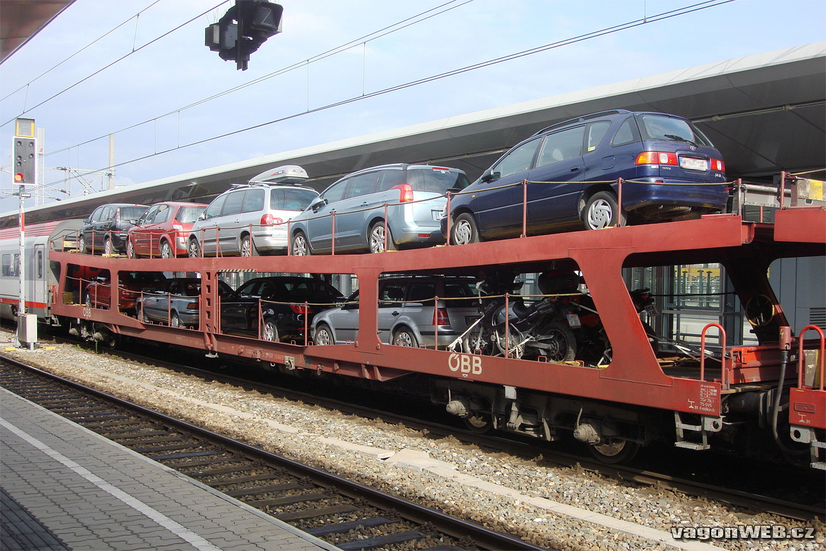 Er rijden twee of drie wagons voor auto's mee in de nachttrein van de ÖBB naar Innsbruck. Foto: vagonweb.cz.