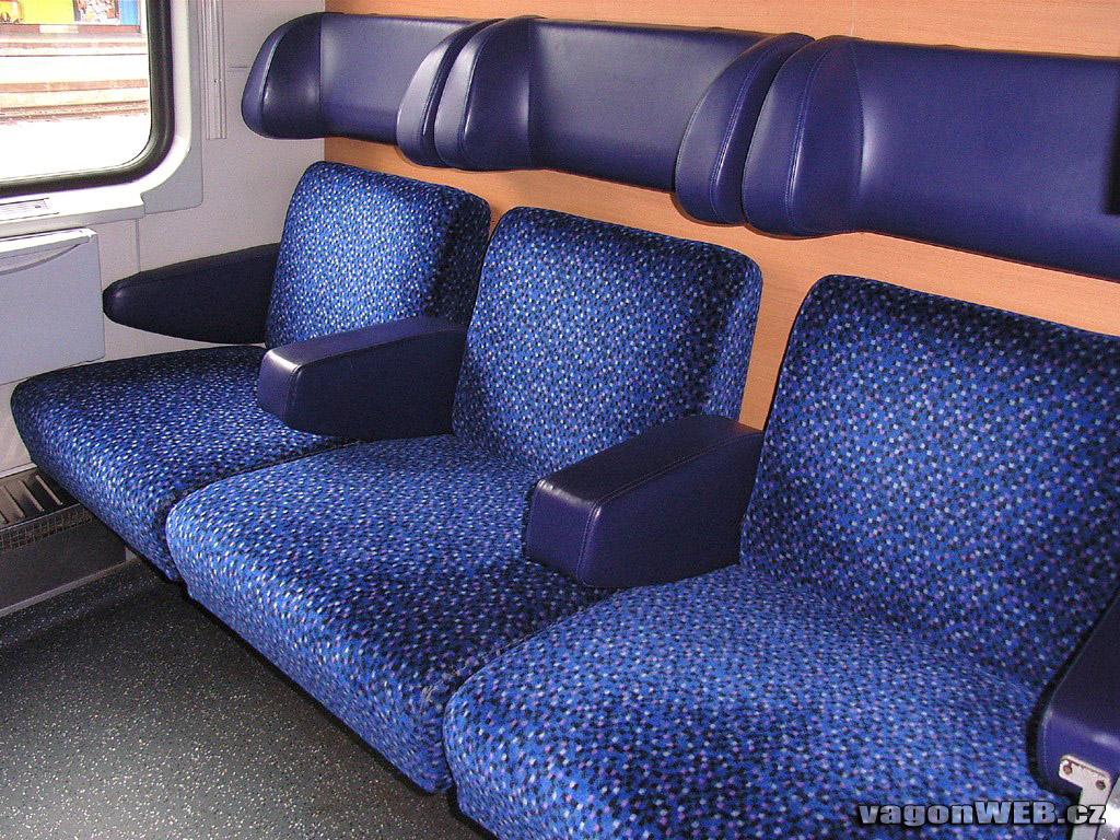 Een van de twee rijtuigen met zitplaatsen van de ÖBB in de trein naar Wenen. Foto: vagonweb.cz.