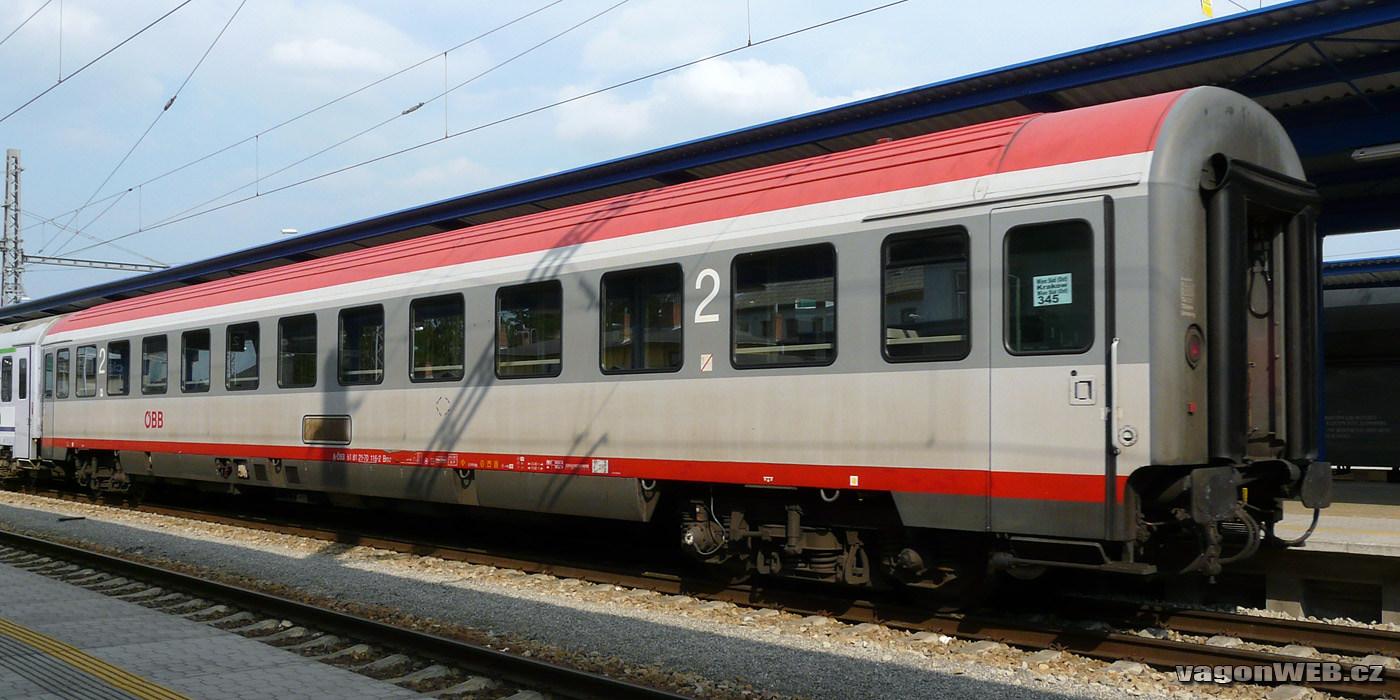 Rijtuig met zitplaatsen van de ÖBB. Foto: vagonweb.cz