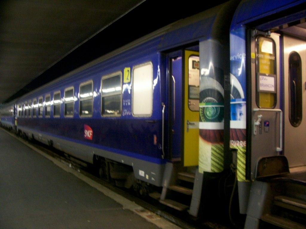 Nachttrein van de Oostenrijkse spoorwegen ÖBB in Keulen