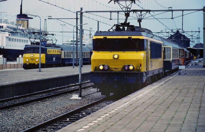 In Hoek van Holland wachtte de Nord West Express op de boot uit Harwich (London). Om ongeveer half acht 's avonds vertrok de trein richting Rotterdam en Utrecht voor de lange reis naar Kopenhagen, Berlijn, Warschau en Moskou