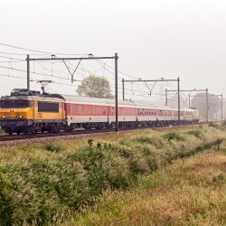 NS International 1750 met erg korte CityNightLine, Eempolder bij Soest, 4 juni 2016