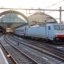 NS International 186 238 met CityNightLine uit München en Zürich op Amsterdam Centraal, 29 oktober 2016 - Roel Hemkes
