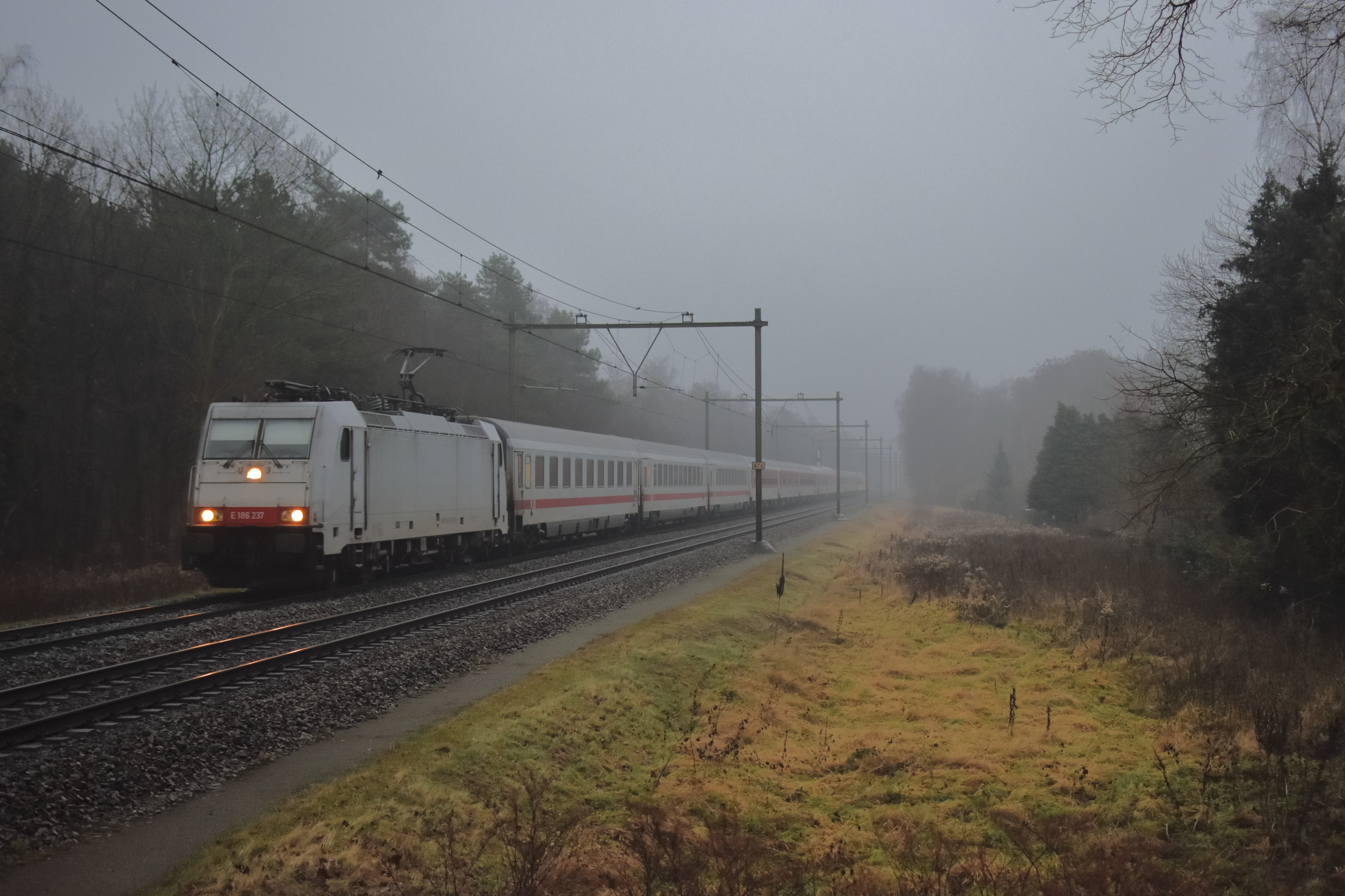 Laatste nachttrein naar Amsterdam op vrijdagochtend 9 december 2016 onderweg bij Driebergen ©Herman Brüheim