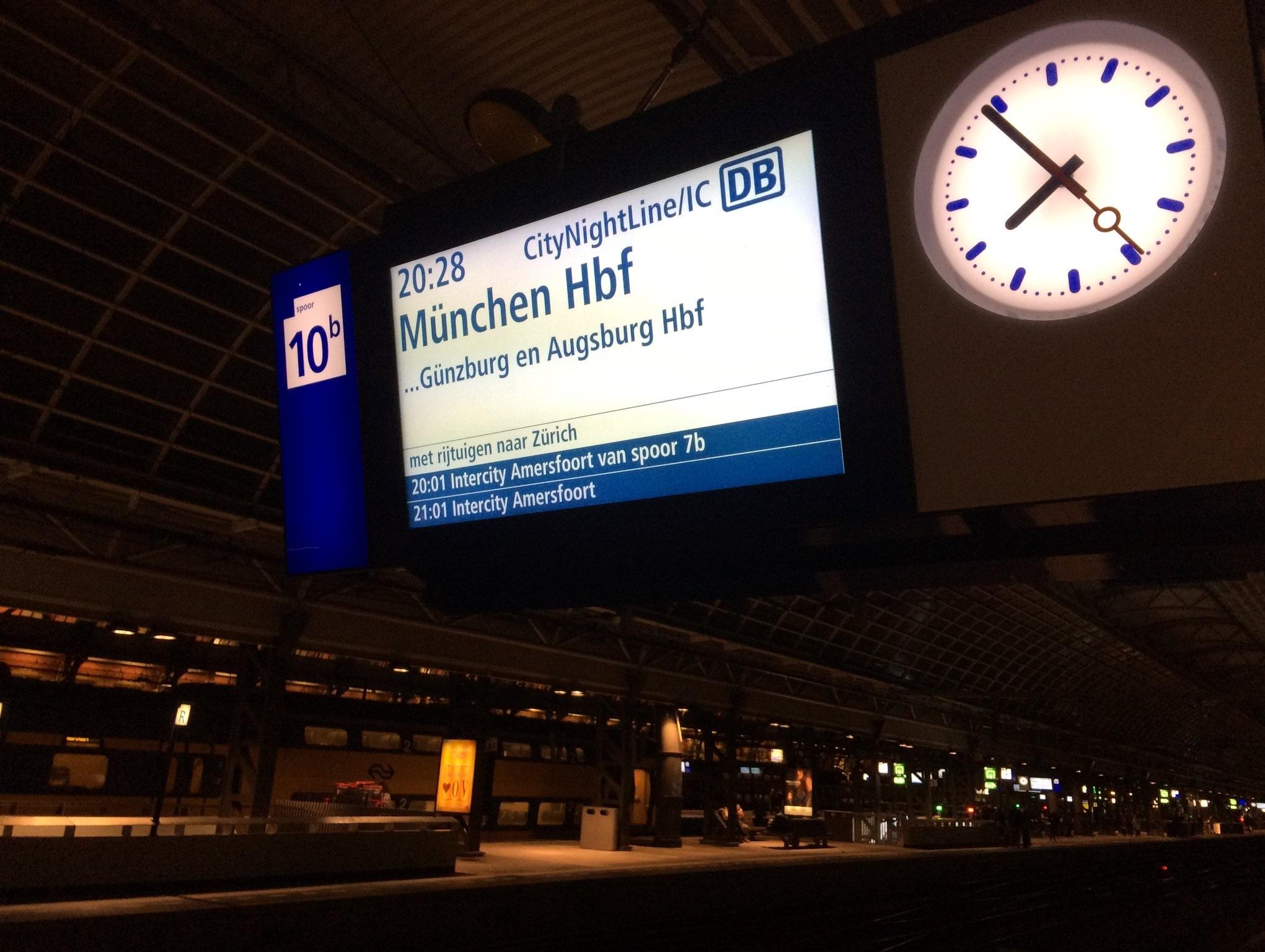 Een van de laatste nachttreinen aangekondigd in Amsterdam ©Noord West Express