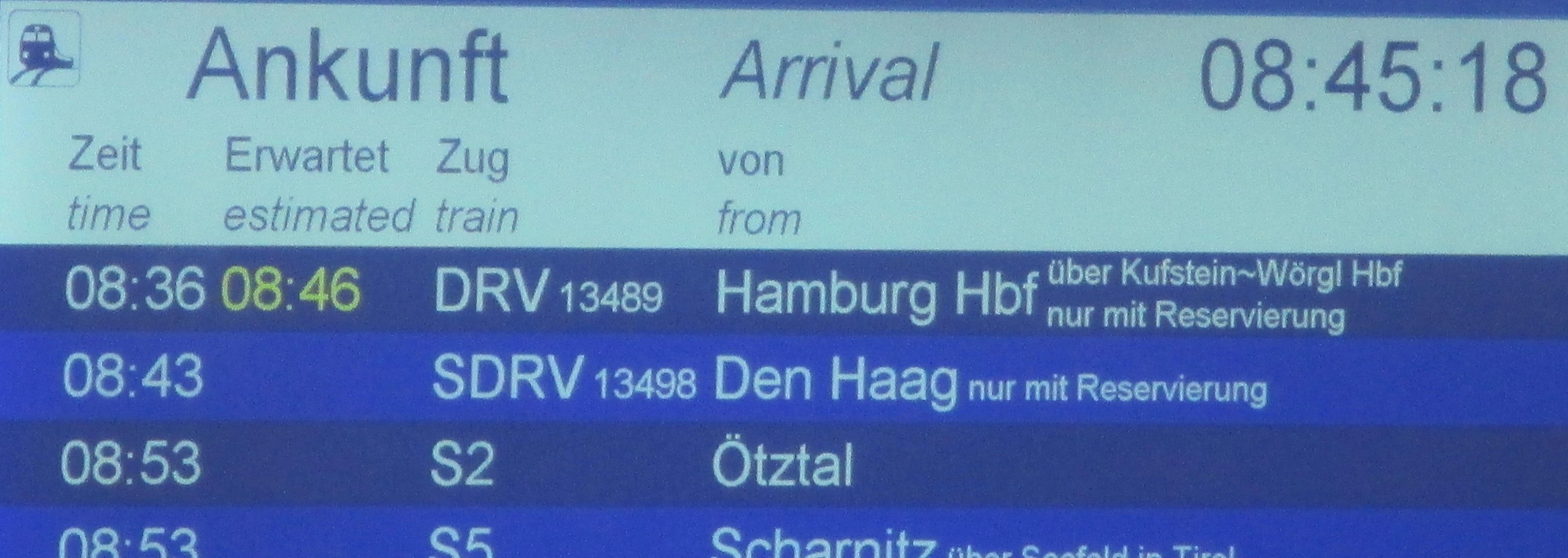Aankomstbord in Innsbruck
