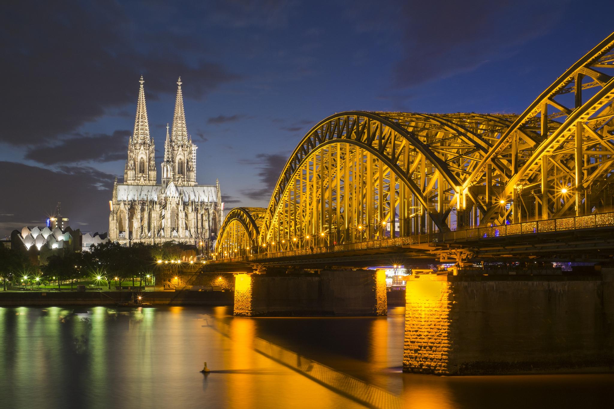 Hohenzollernbrücke en de Dom in Keulen ©Guy Gorek