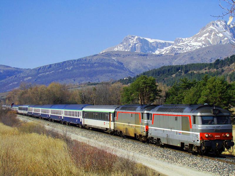 De nachttrein uit Parijs onderweg in de Alpen naar Briançon ©Wikipedia