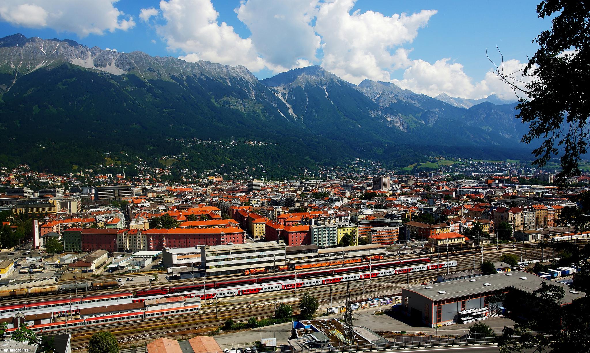 Innsbruck met op de voorgrond het station ©xommandcity