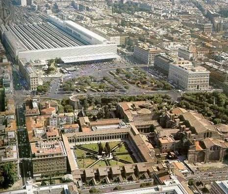 Station Roma Termini ligt direct in het centrum ©Wikipedia