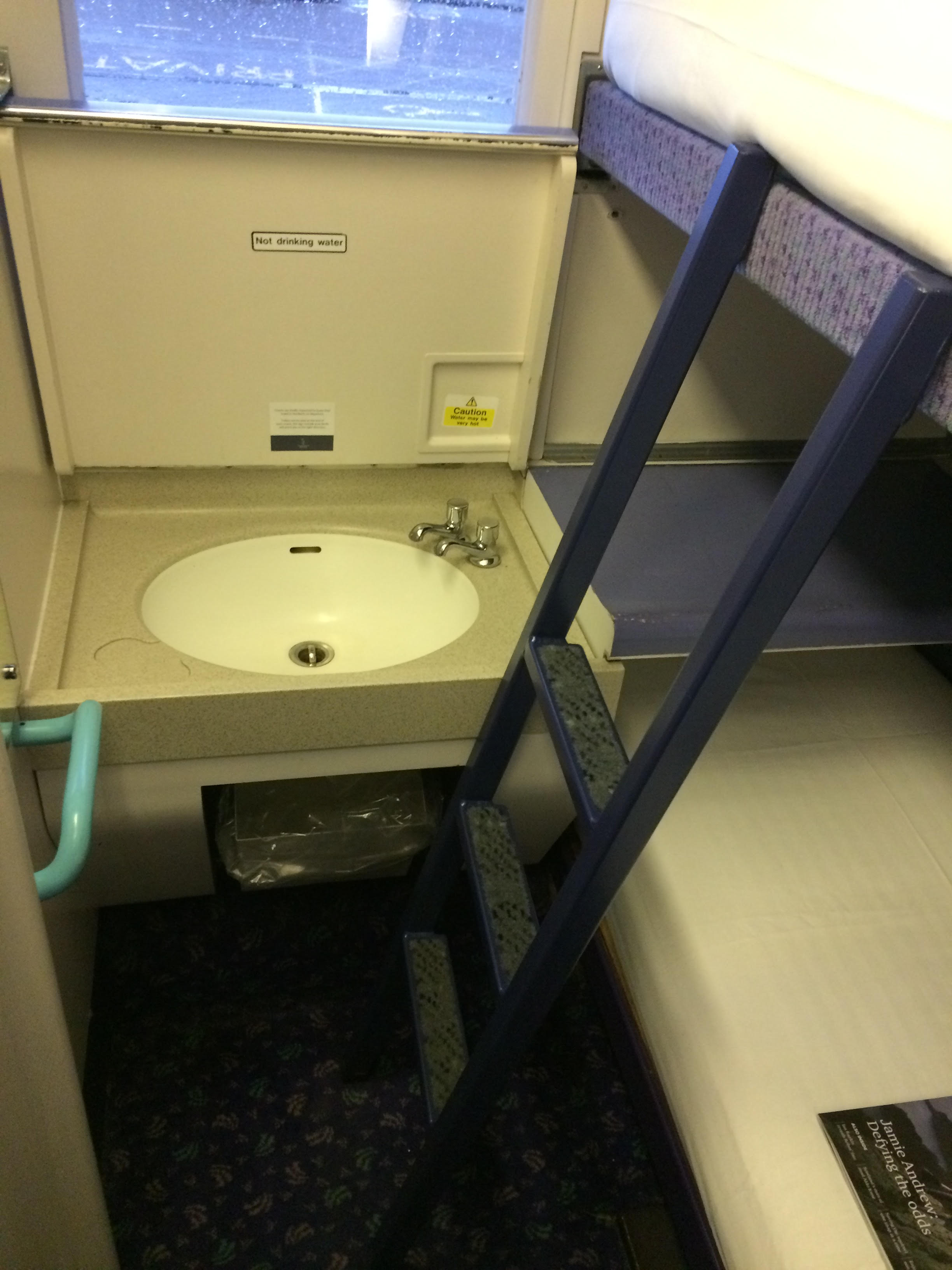 Wastafeltje in de slaapwagons van de Caledonian Sleeper ©Noord West Express