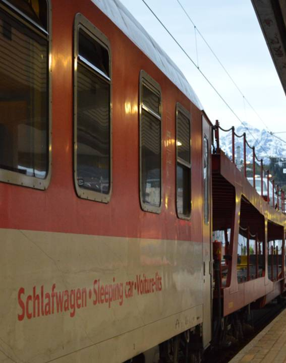 Slaapwagen Nightjet met autowagons in Innsbruck ©Noord West Express
