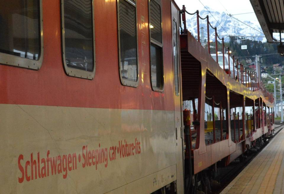 Nightjet met autowagons in Innsbruck ©Noord West Express