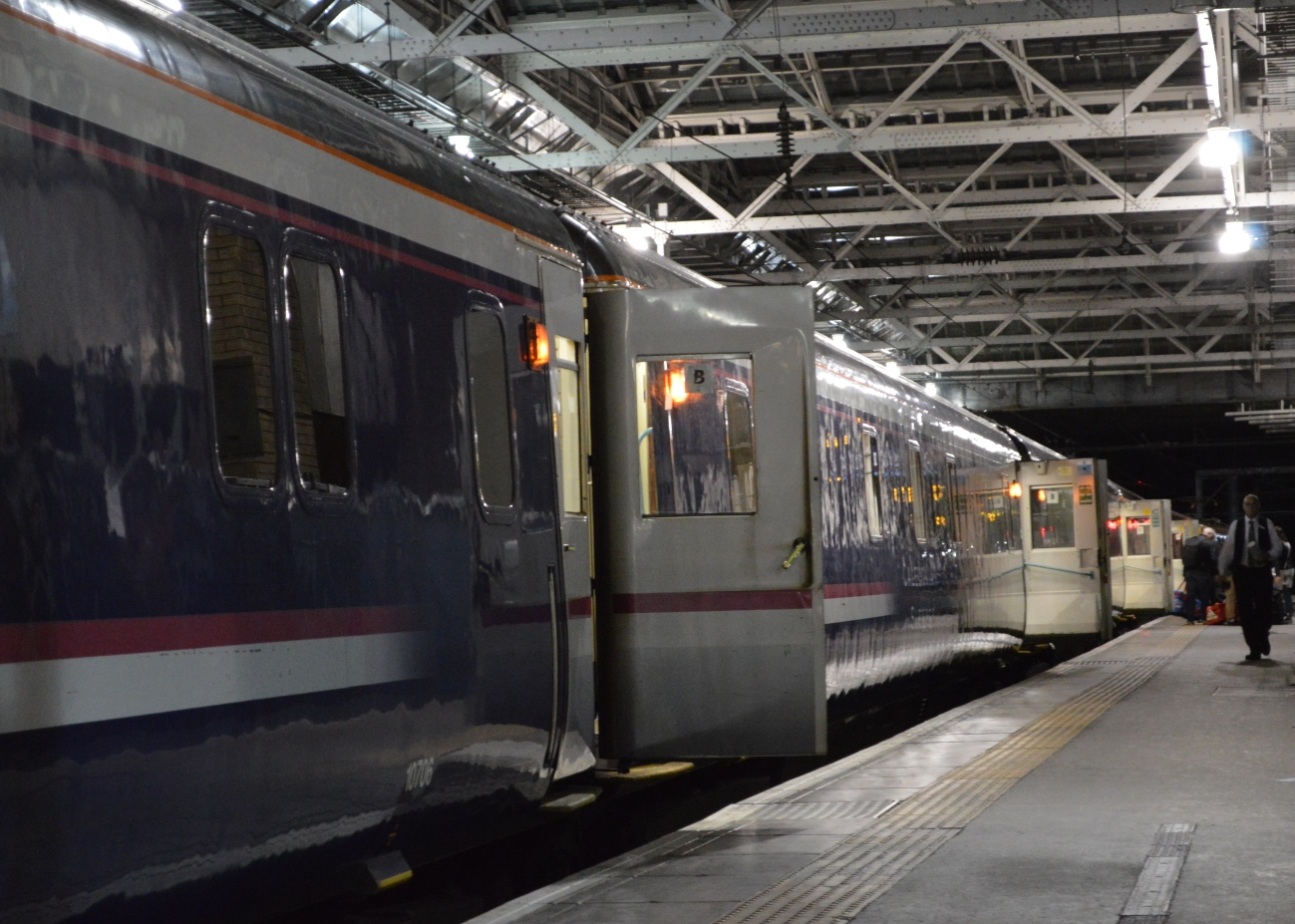 Caledonian Sleeper klaar voor vertrek in Edinburgh ©Noord West Express