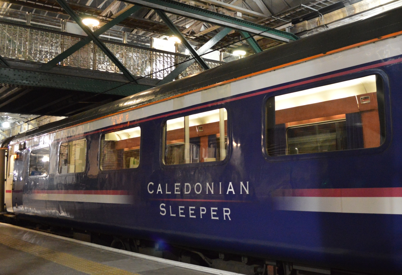 Restauratiewagen Caledonian Sleeper in Edinburgh ©Noord West Express