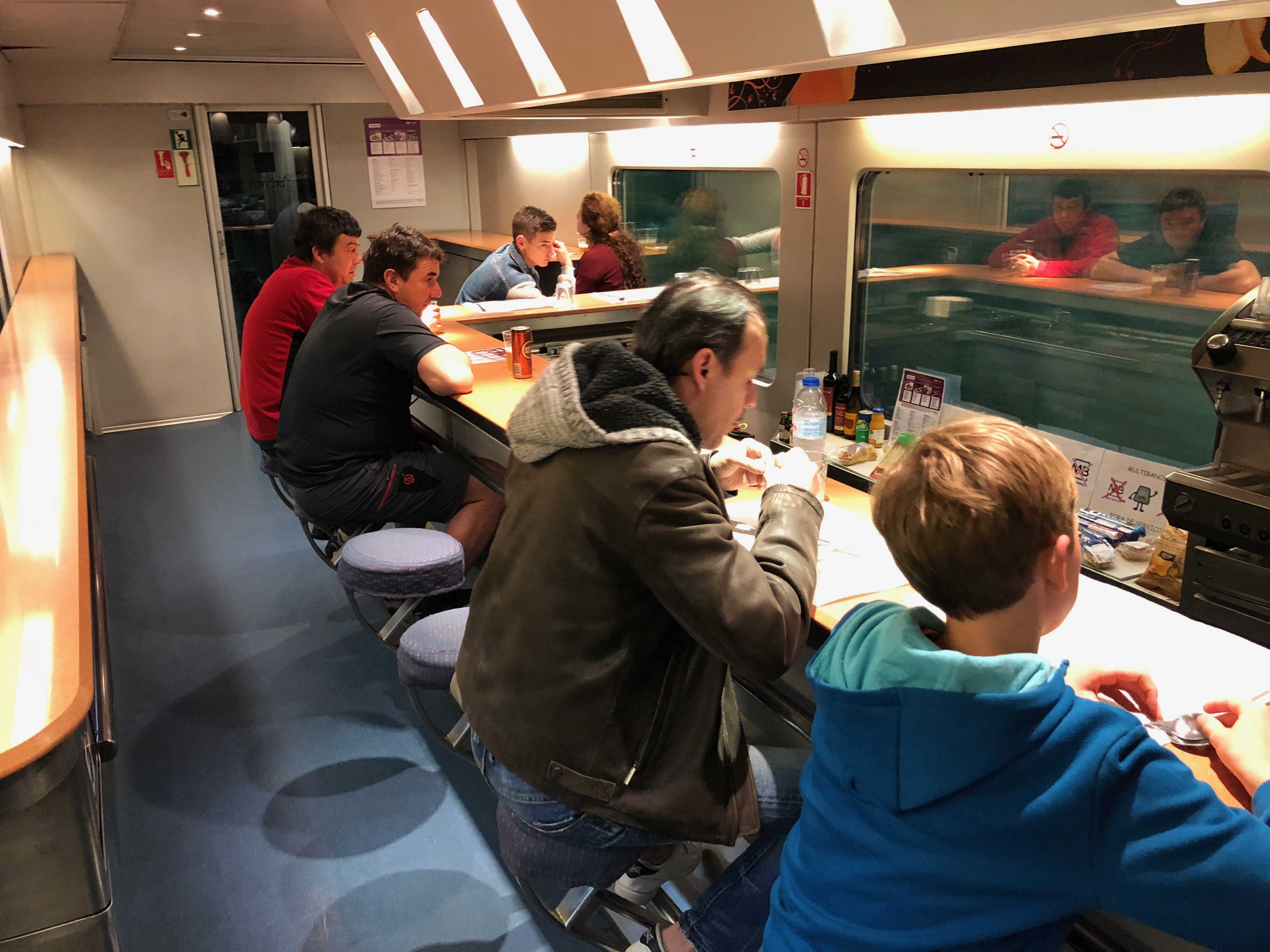 Bar-restaurant van de Sud Express ©Noord West Express
