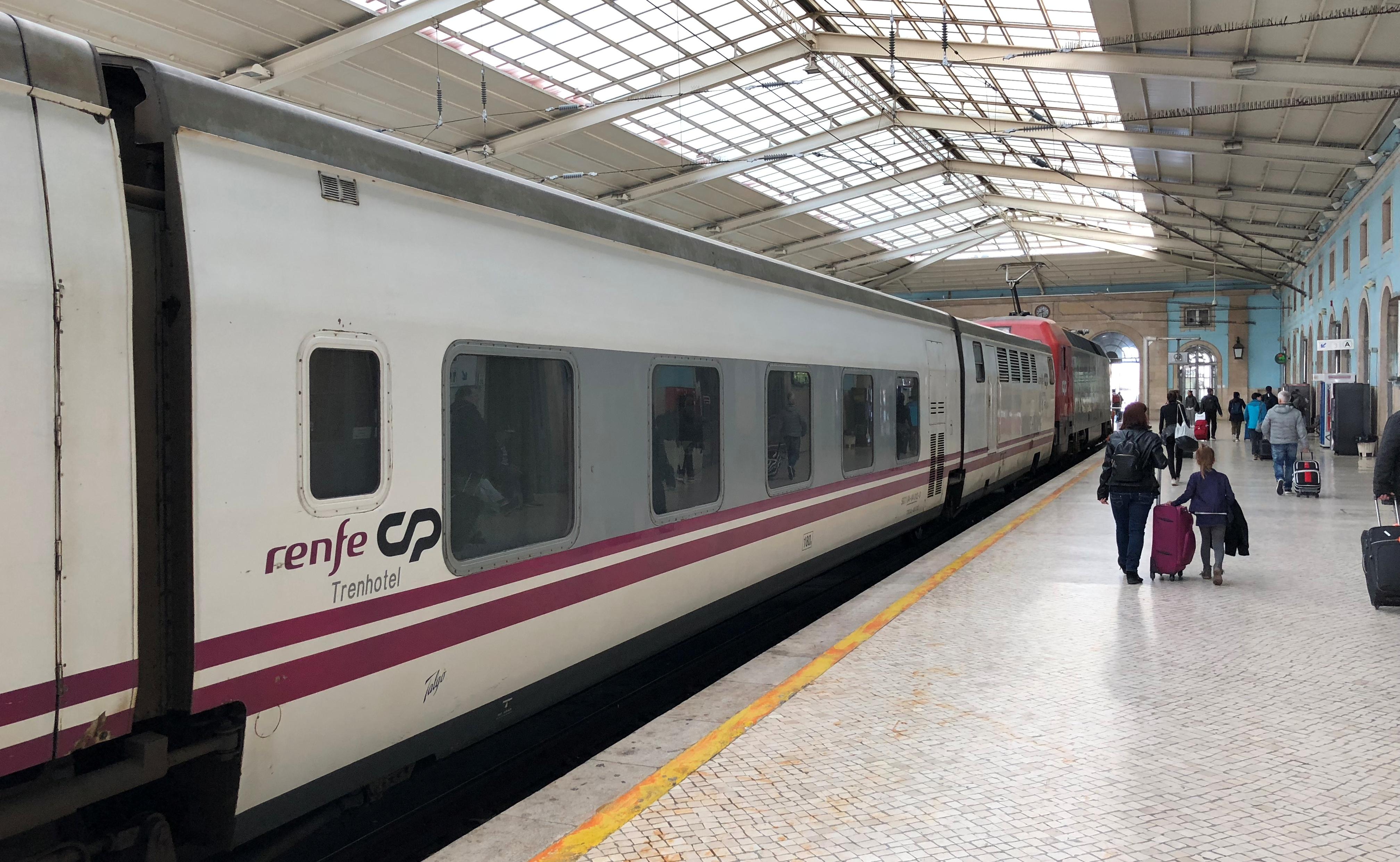 Sud Express na aankomst in Lissabon Santa Apolónia ©Noord West Express