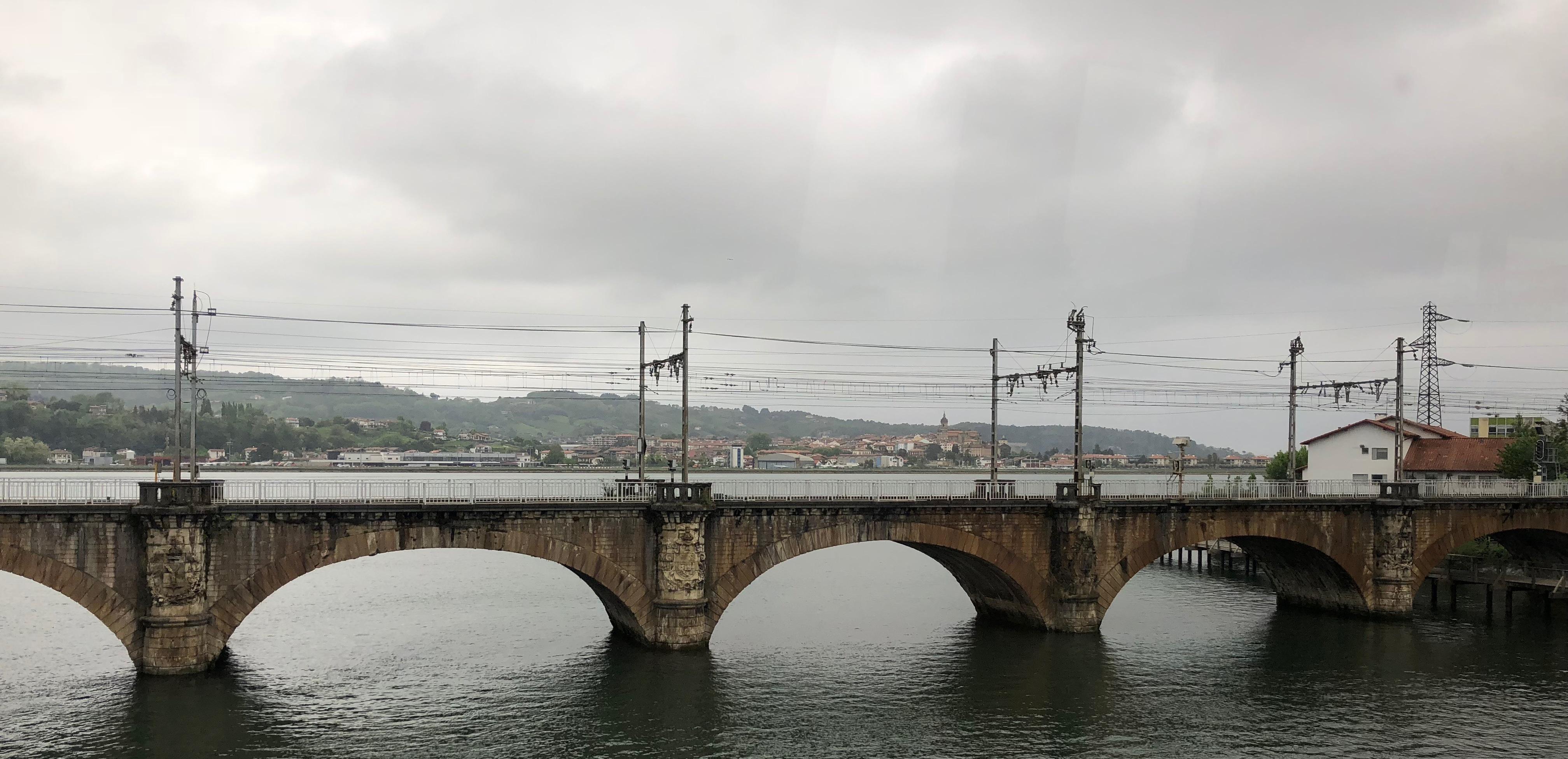 De spoorbrug over de grensrivier tussen Hendaye en Irun ©Noord West Express